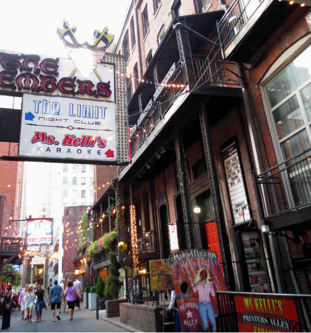 bars-in-music-city-nashville-usa-ladytravelguide