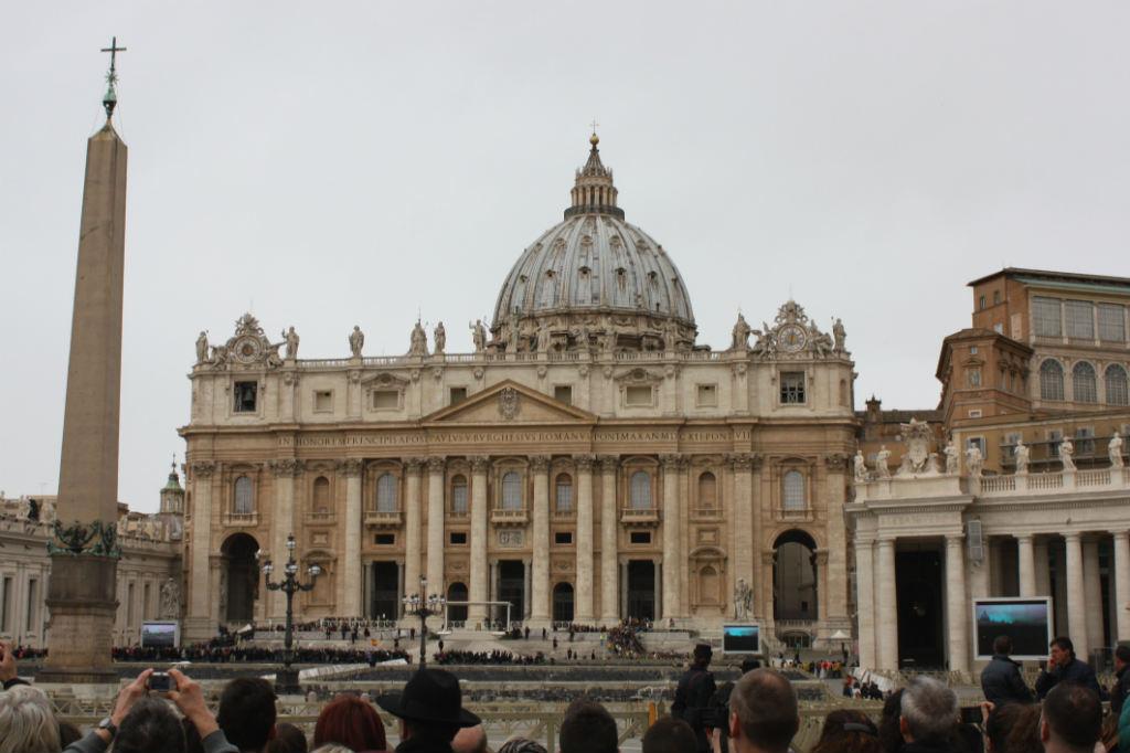 basilica-di-san-pietro-in-the-vatican-rome-ladytravelguide