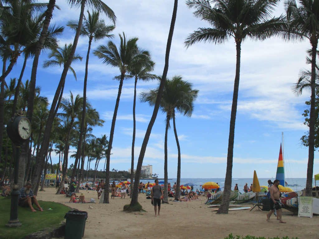 Waikiki-Beach-Honolulu-Hawaii-Ladytravelguide