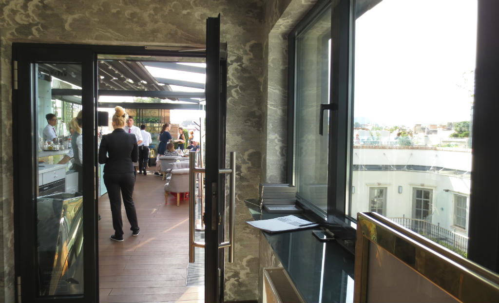 enjoyable-rooftop-bar-high-note-in-budapest-ladytravelguide-2
