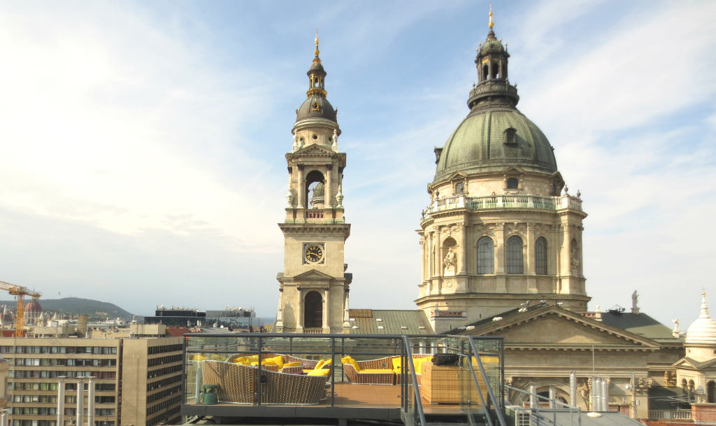 enjoyable-rooftop-bar-high-note-in-budapest-ladytravelguide-7